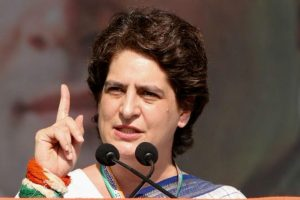 Uttar Pradesh Assembly Elections 2022: Priyanka Gandhi Holds Strategy Meet with UP Congress Leaders; Party Vows to Hit Streets Against Yogi Adityanath Govt