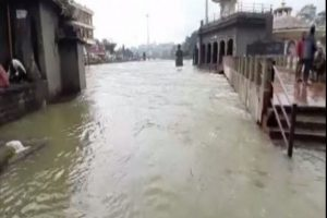 Maharashtra: Temples Submerged in Nashik as Water Level Rises in Godavari River After Heavy Rainfall (Watch Video)