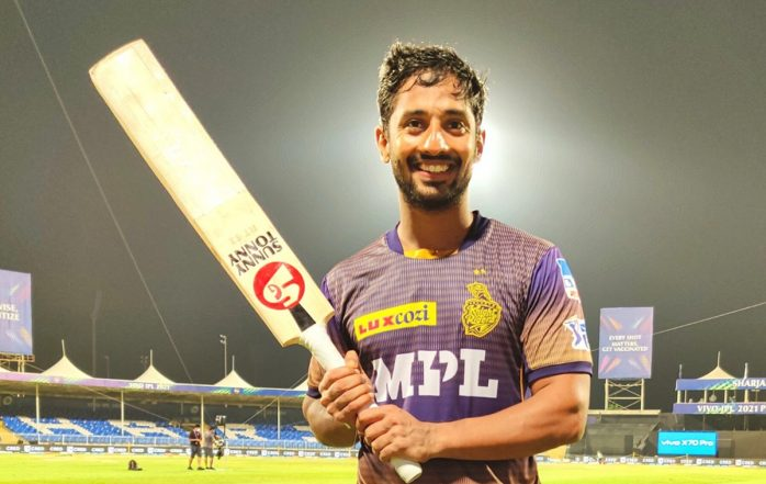 Rahul Tripathi's Six Helps KKR Beat DC by 3 Wickets, Eoin Morgan's Team Qualifies for Finals of IPL 2021 (Watch Video)